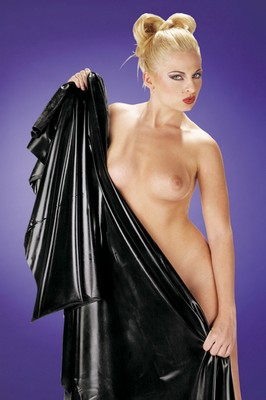 Latex bedsheet 240 x 200 cm.